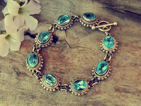 bracelet-1198740_1920